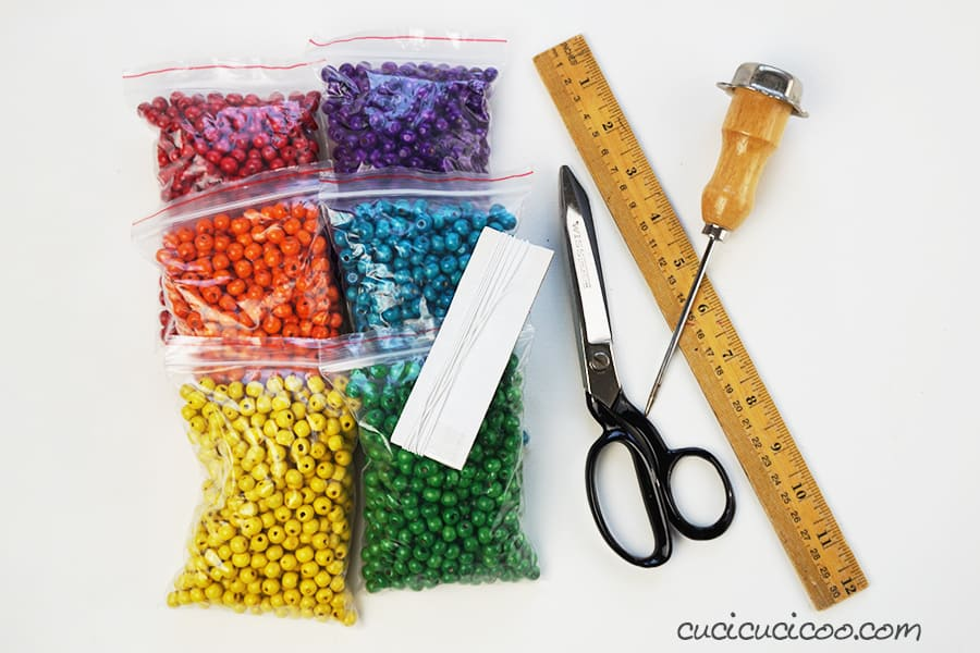 Occorrente per realizzare portatovaglioli handmade con perline di legno.