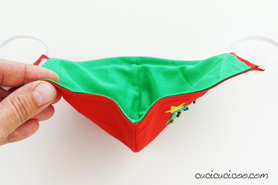 Il ferro modellabile al naso della mascherina fai da te di Natale, vista da sopra. (cartamodello gratis)