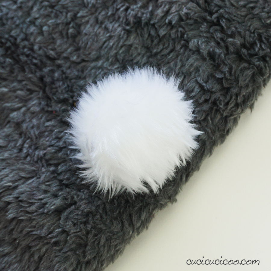 Learn how to make a fur pom pom from faux fur fabric! They're perfect for hats, headbands, keychains and more! This easy hand sewing tutorial is great even for people who don't know how to sew! #fauxfurpompom #diypompom