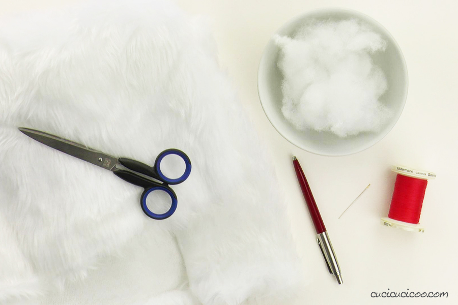 Materials for sewing a simple faux fur pompom