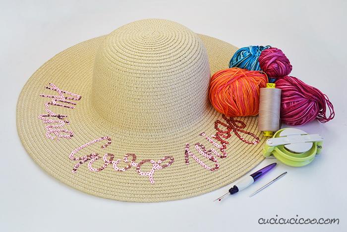 Occorrente per decorare un cappello di paglia con pompon