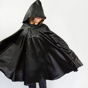 Learn how to make a hooded cape for a child or adult without a pattern! This DIY cloak is perfect for Halloween or cosplay because you can adapt it to lots of different characters.